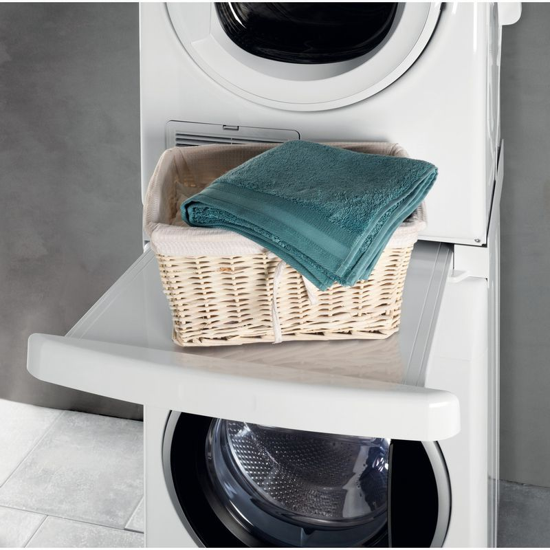 Whirlpool-DRYING-SKS101-Lifestyle-frontal-open