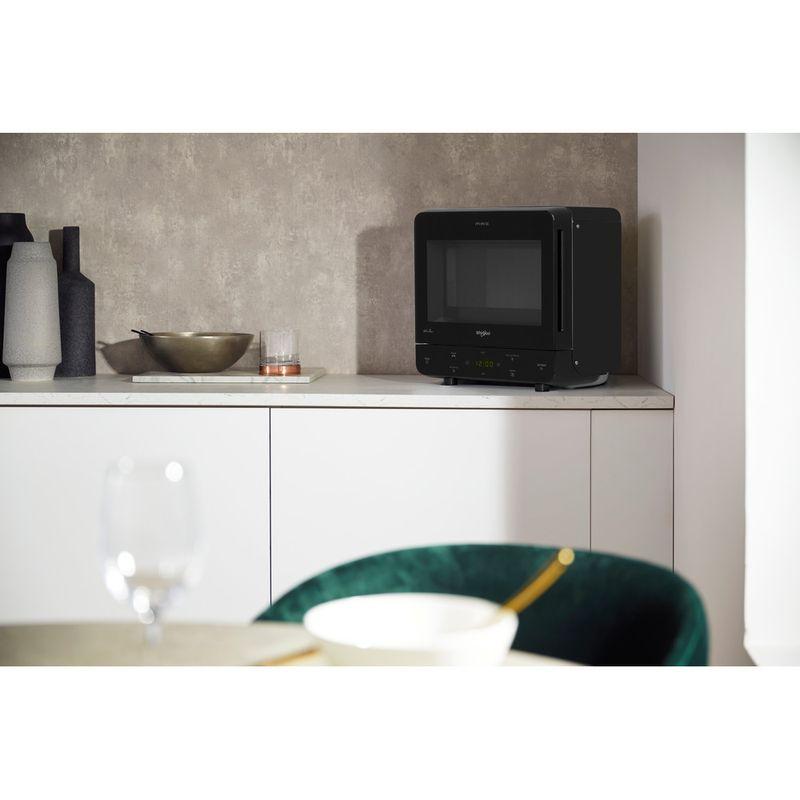 Whirlpool-Four-micro-ondes-Pose-libre-MAX-34-BL-Noir-Electronique-13-Micro-ondes-uniquement-700-Lifestyle-perspective