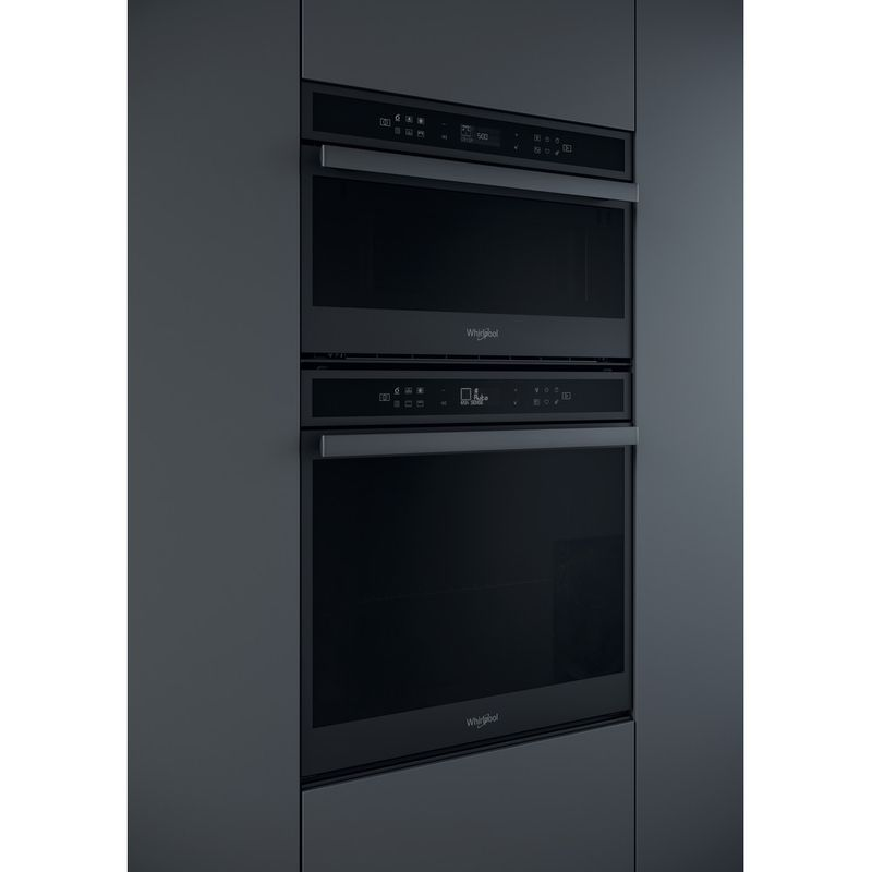 Whirlpool-Four-micro-ondes-Encastrable-W6-MD440-BSS-Acier-noir-Electronique-31-Micro-ondes---gril-1000-Lifestyle-perspective