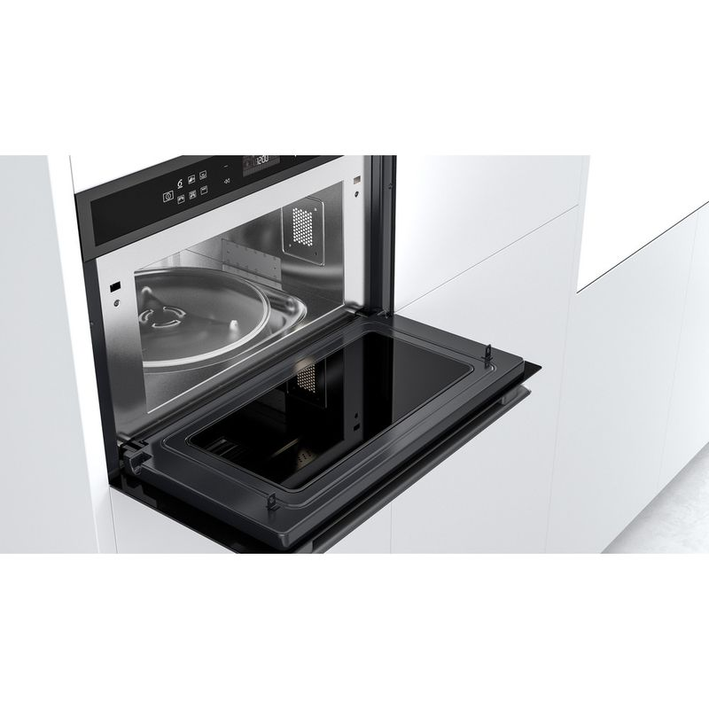 Whirlpool-Four-micro-ondes-Encastrable-W6-MD440-BSS-Acier-noir-Electronique-31-Micro-ondes---gril-1000-Lifestyle-perspective-open