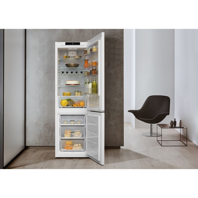 Whirlpool-Combine-refrigerateur-congelateur-Pose-libre-W5-921C-W-Blanc-2-portes-Lifestyle-frontal-open