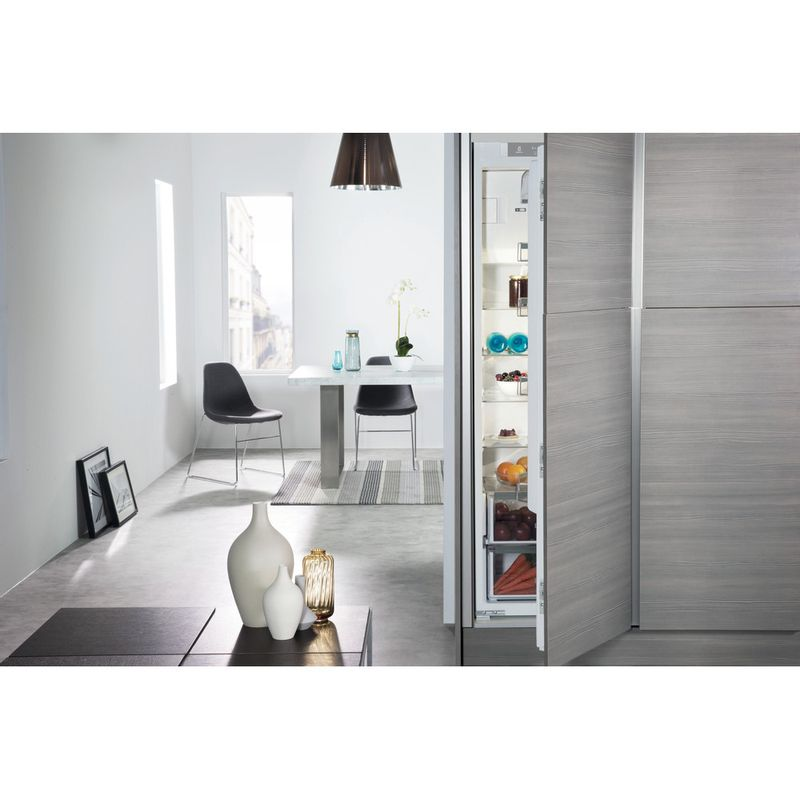 Whirlpool-Refrigerateur-Encastrable-ARG-18481-Blanc-Lifestyle-frontal-open
