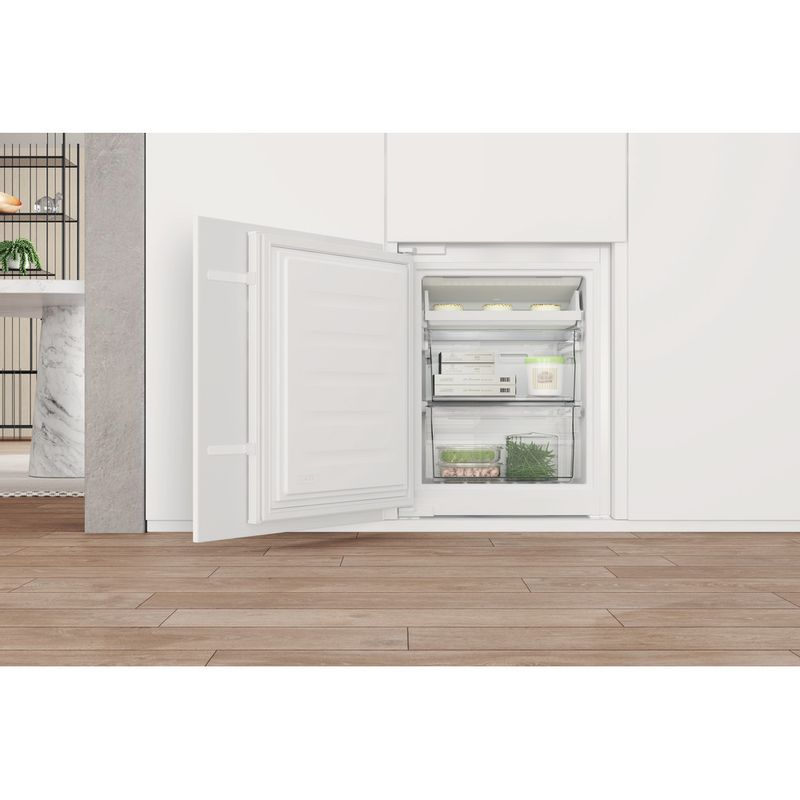 Whirlpool-Combine-refrigerateur-congelateur-Encastrable-WHC18-T332-P-Blanc-2-portes-Lifestyle-detail