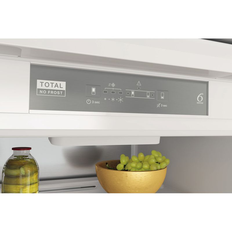 Whirlpool-Combine-refrigerateur-congelateur-Encastrable-WHC18-T332-P-Blanc-2-portes-Control-panel