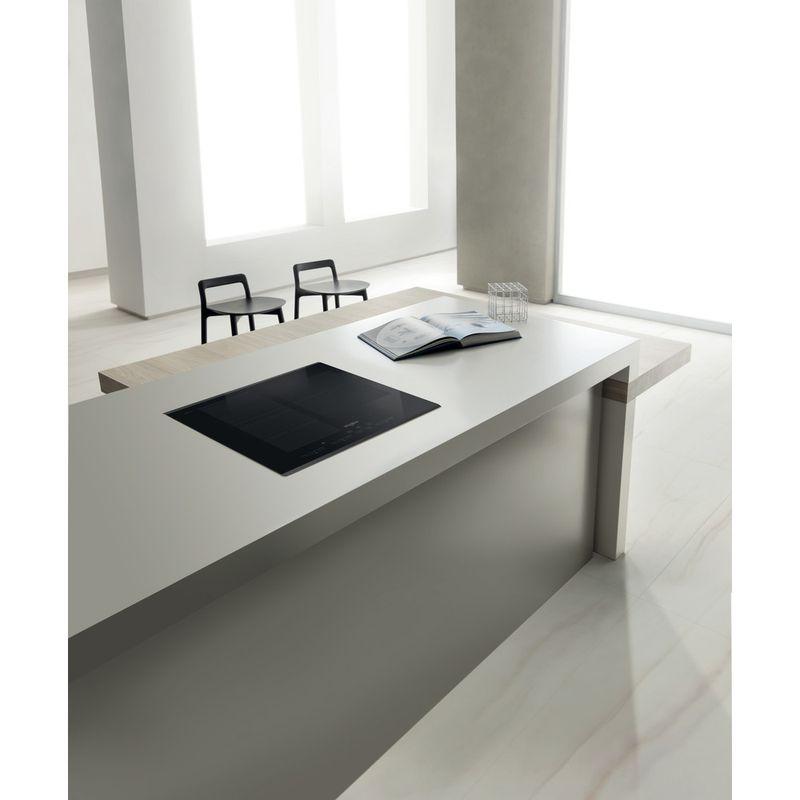 Whirlpool-Table-de-cuisson-SMC-653-F-BT-IXL-Noir-Induction-vitroceramic-Lifestyle-perspective