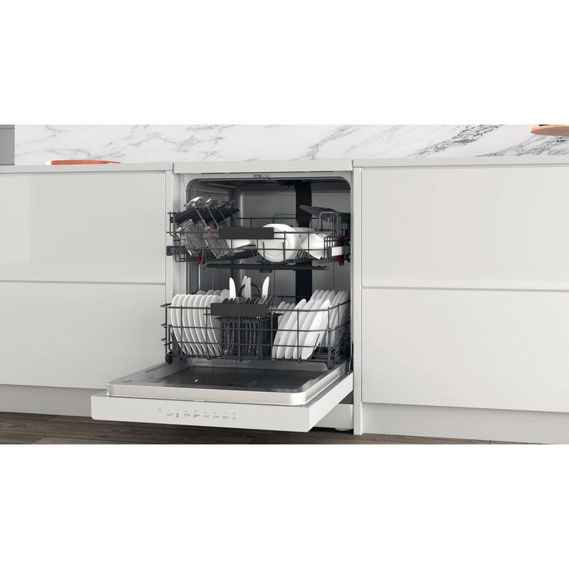 Whirlpool-Lave-vaisselle-Pose-libre-WFC-3C34-Pose-libre-D-Lifestyle-perspective-open